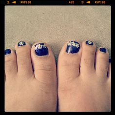 DIY, toes, nail art, purple, Marc Jacobs, daisy