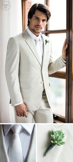 Roupa do noivo para casamento na praia - terno bege claro, gravata branca e suculenta na lapela ( Terno: Prada   Foto: Larissa Felsen ) Wedding Wear, Wedding Blog, Wedding Dresses, Unique Weddings, Suit Jacket, Marriage, Blazer, Hotel Fasano, Boho