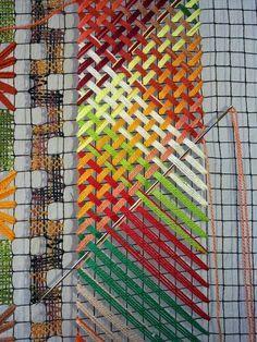 🌟Tante S!fr@ loves this📌🌟Multi color weave Bargello Needlepoint, Broderie Bargello, Needlepoint Stitches, Needlework, Paper Weaving, Weaving Art, Weaving Patterns, Loom Weaving, Tapestry Weaving