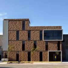 Fachadas de casas de 2 pisos con cantera chocolate for Arquitectura de oficinas modernas