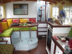 Cruising Houseboat River Walker