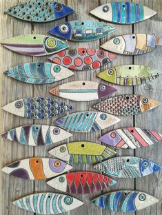 Fish without tail and vertical fish Fish Crafts, Beach Crafts, Clay Crafts, Arts And Crafts, Ceramic Pottery, Ceramic Art, Ceramic Decor, Glazed Ceramic, Clay Fish
