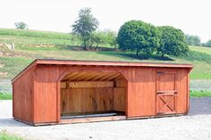 Goat shelter with day area via dog dr Raising Farm Animals, Raising Goats, Goat Shed, Goat Shelter, Chicken Barn, Goat House, Sheep Shearing, Goat Care, Run In Shed