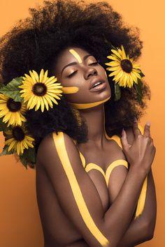 Gorgeous Summertime Makeup Art, try with Mehron Paradise Makeup AQ (Beauty Editorial Flowers) Photo Portrait, Portrait Photography, Poses References, Shooting Photo, Foto Art, Black Women Art, Portraits, My Black Is Beautiful, Jolie Photo