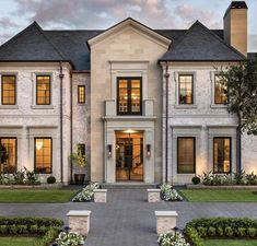 Classic House Exterior, Dream House Exterior, Luxury Homes Dream Houses, Luxury Homes Interior, Dream Home Design, Home Fashion, House Rooms, Architecture Design, Beautiful Architecture