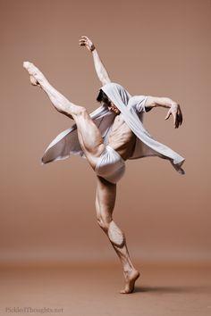Figure Drawing Marian Walter Soloist, Opera Ballet of the Deutsche Oper Berlin Action Pose Reference, Human Poses Reference, Pose Reference Photo, Figure Reference, Body Reference, Anatomy Reference, Figure Drawing Reference, Dance Poses, Art Poses