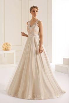 Νυφικό Bianco Evento Dakota Beach Dresses, Formal Dresses, Wedding Dresses, Costume, Vanity Fair, Marie, Curves, Party Dress, Chiffon