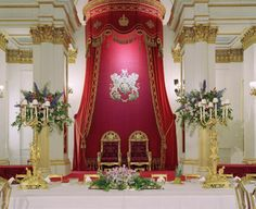 The Ballroom at Buckingham Palace. What a royal Palace Interior, Luxury Interior, Buckingham Palace London, Royal Residence, Windsor Castle, Royal Palace, Elegant Homes, Beautiful Buildings, Kirchen