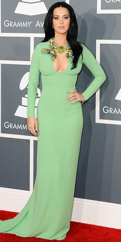 Katy Perry - Grammys 2013 Red Carpet: Photo Katy Perry is gorgeous in green on the red carpet at the 2013 Grammy Awards on Sunday (February at the Staples Center in Los Angeles. The singer… Katy Perry Grammy, Katy Perry Fotos, Rihanna, Grammys 2013, Beautiful Dresses, Nice Dresses, Awesome Dresses, Long Dresses, Divas