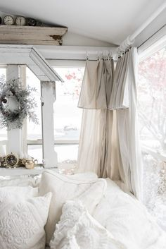 DIY drop cloth curtains - A simple & easy way to add farmhouse and cottage style curtains to any room on a budget! A great pin for farmhouse and cottage style decor inspiration! Garden Ideas Cottage Style, Cottage Style Doors, Cottage Style Living Room, Beach Cottage Style, Country Living, Beach House, Cottage Design, Shabby Chic Mode, Shabby Chic Bedrooms