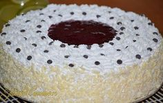 Tort cu crema de iaurt si capsuni Vanilla Cake, Cake Decorating, Cooking Recipes, Desserts, Food, History, Decoration, Sweets, Kitchens