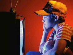 Midia manupula a mente infantil, e cria uma geração de consumidores insaciáveis.