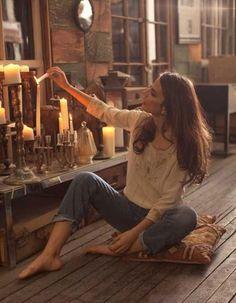 Unas sencillas velas de diferentes tamaños y formas pueden causar un efecto romántico y de relajación. http://www.originalhouse.info/