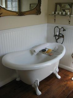 ♥ claw foot tub.... and my parents still have and use the same one since I was 2!!!