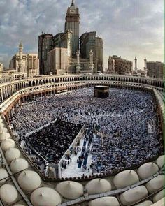 Thousands of Muslims performing Haj/Umrah. #islamicarchitecture