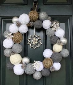 Styrofoam balls and yarn wreath Cute idea for a Christmas/winter wreath! Noel Christmas, Winter Christmas, Christmas Countdown, Christmas Porch, Christmas Ornaments, Christmas Wedding, Christmas Reef, Christmas Balls, Christmas Ideas