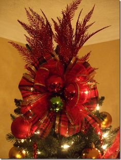 Tree topper More Xmas Tree Toppers, Diy Christmas Tree Topper, Tree Topper Bow, Red And Gold Christmas Tree, Christmas Tree Tops, Gold Christmas Decorations, Christmas Love, Christmas Wreaths, Christmas Crafts