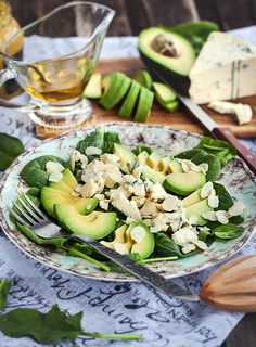 Салат с авокадо и голубым сыром - Wise