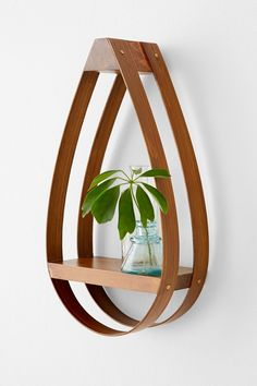 Bentwood Teardrop Small Shelf - Urban Outfitters - I like woodworking :) Small Shelves, Wooden Shelves, Woodworking Projects Diy, Wood Projects, Woodworking Plans, Bent Wood, Creation Deco, Urban Outfitters, Wood Lamps