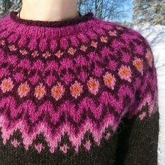 OM LIVET OCH SKAPANDET I STORT OCH SMÅTT... Fair Isle Knitting Patterns, Knitting Machine Patterns, Knitting Designs, Knit Patterns, Knitting Wool, Knitting Stitches, Punto Fair Isle, Icelandic Sweaters, How To Purl Knit