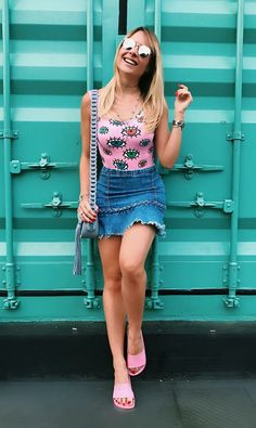 Casual Shredded Mini Denim Ideas, high waisted denim skirt , high waisted denim shorts, demin overall ideas to go out on date Girls Summer Outfits, Short Outfits, Trendy Outfits, Cool Outfits, Fashion Outfits, Summer Clothes, Bad Fashion, Fashion Moda, Plus Size Fashion