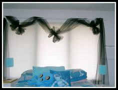 DIY -A Cool Girls' Bedroom Design Idea – Black tulle curtains