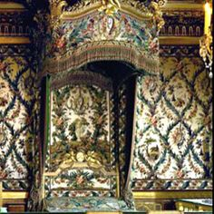 The bed for the chamber of the queen and empress was made specially for the room by Sené and Laurent under the direction of Hauré in 1787. Although made for Marie Antoinette herself, she never actually used it. In 1805, the decision was made to give it to Empress Josephine. For this occasion the wooden panels were adorned with brocaded silk chenille fabric woven by Gaudin, finished by Savourin and acquired by the royal furniture depository in 1790.