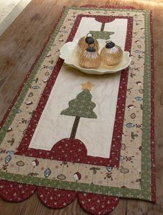New Pieced and Applique Table Runner and Placemat Pattern  RUDY COMES CALLING
