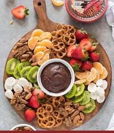 Chai Spiced Maple Candied Nuts + Building A Party Platter is a recipe for easy stove top candied nuts and a tutorial on assembling the perfect party platter! party dips Chai Spiced Maple Candied Nuts + Building A Party Platter Party Platters, Party Trays, Snacks Für Party, Party Appetizers, Birthday Appetizers, Fruit Party, Party Desserts, Birthday Snacks, Diy Party Food