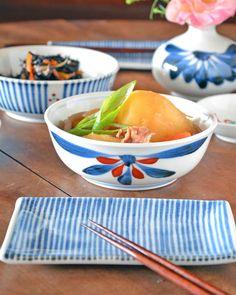 砥部焼 ごす赤菊の多用鉢(4.7寸)に肉じゃがを