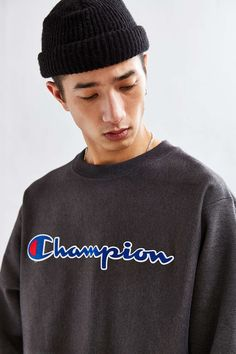 Champion Reverse Weave Script Crew Neck Sweatshirt - Urban Outfitters