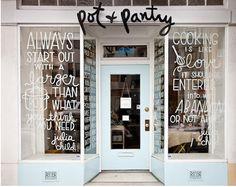 "Seguro que habéis visto en escaparates o restaurantes, bonitos mensajes o ""Lettering"" dibujados con rotulador blanco sobre cristal, ventanas o pizarras. Muchas"