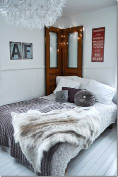 cosy white + grey bedroom - Lots of textures, softness, and luxury.