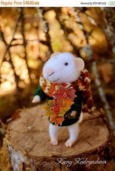 SALE needle felt autumn mouse withmaple leaves Halloween