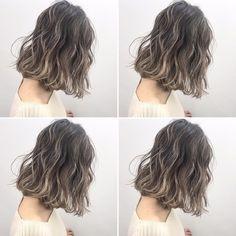 いいね!1,288件、コメント16件 ― イズミ タカヒロさん(@izumi_takahiro.jp)のInstagramアカウント: 「・ すごく、こだわってます✨ ・ 外国人風バレイヤージュハイライト♂️ ・ 全体は7トーンのアッシュカラーに細かくハイライトを入れて透明感と立体感をプラスしています♂️ ・…」 Medium Length Wavy Hair, Medium Short Hair, Short Wavy Hair, Girl Short Hair, Dark Blue Hair, Dye My Hair, Permed Hairstyles, Balayage Hair, Hair Looks
