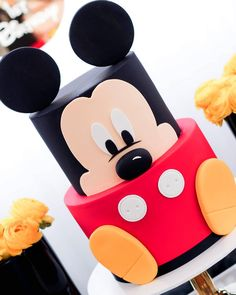 ow cute is this cake by Maria of @maria_cakesinbloom for little adorable Jordan's Mickey Mouse inspired first birthday I had pleasure