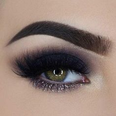 31 Pretty Eye Makeup Looks for Green Eyes: #5. BLACK SMOKEY EYE WITH A POP OF GLITTER