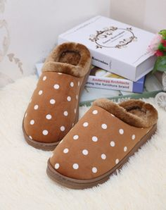 d104cac5f740e 7 Best MENS SLIPPERS images in 2017   Cozy house, Comfy, Mens slippers