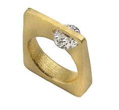 """""""Side Stone Gold Ring"""" https://sumally.com/p/1193826?object_id=ref%3AkwHOAAFTAIGhcM4AEjdi%3A1_8l"""