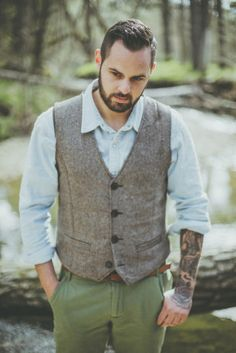 David Latour - Shooting inspiration - Un mariage dans la nature - La mariee aux pieds nus - tenue marié - groom - gilet - tattoo - tatouage