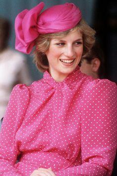 Princess Diana's Best Hats - 41 Diana Princess of Wales Hat Photos Real Princess, Vintage Princess, Prince And Princess, Princess Of Wales, Princesa Diana, Princess Diana Fashion, Camilla Parker Bowles, Elisabeth, Lady Diana Spencer