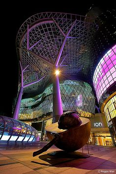 seed sculpture of the Ion Orchard Shopping Mall, Singapore ✯ ωнιмѕу ѕαη∂у
