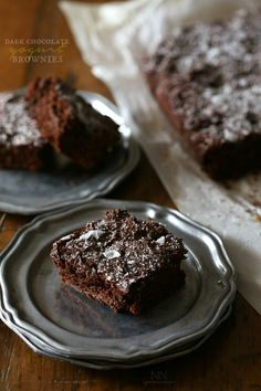These dark chocolate yogurt brownies are packed full of dark chocolate flavor and a hint of tangy yogurt. Made with white whole wheat flour, coconut palm sugar and ready from start to finish in just 35 minutes.