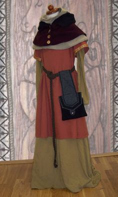 medieval garb, I like the shawl, that looks like it would be easy to work in, while gardening.