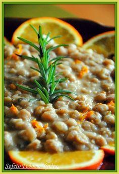 Ρεβιθάδα με πορτοκάλι και τζίντζερ , αλά Sofeto! Chana Masala, Orange, Cheeseburger Chowder, Soup, Yummy Food, Baking, Ethnic Recipes, Delicious Food, Bakken