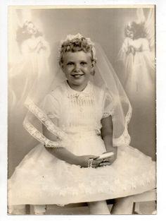 Vintage 5X7 Photo Pretty Young Girl, Communion Dress, Portrait, 1950's Aug15