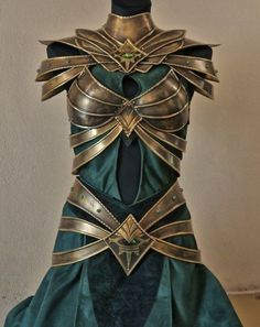 Incredible metal armor for a genderbent Loki cosplay. - 10 Lady Loki Cosplays I want this for no good reason Fantasy Armor, Fantasy Dress, Fantasy Clothes, Mode Steampunk, Steampunk Dress, Costume Armour, Female Armor, Female Loki, Mode Costume