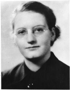 La genetista Elizabeth S. Russell (1913-2001) nació un 1 de mayo.