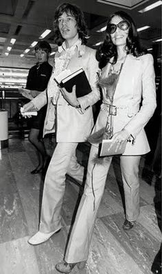 Beautiful people in the airport. Mick jagger + Bianca Jagger