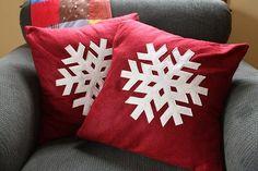 diy snowflake pillow (with snowflake template) Christmas Snowflakes, Little Christmas, Christmas Crafts, Christmas Decorations, Diy Snowflakes, Christmas Holiday, Holiday Ideas, Xmas, Christmas Cushions